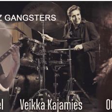 Eero Dunkel, Veikka Kajamies ja Otso Huhtala musisoivat.